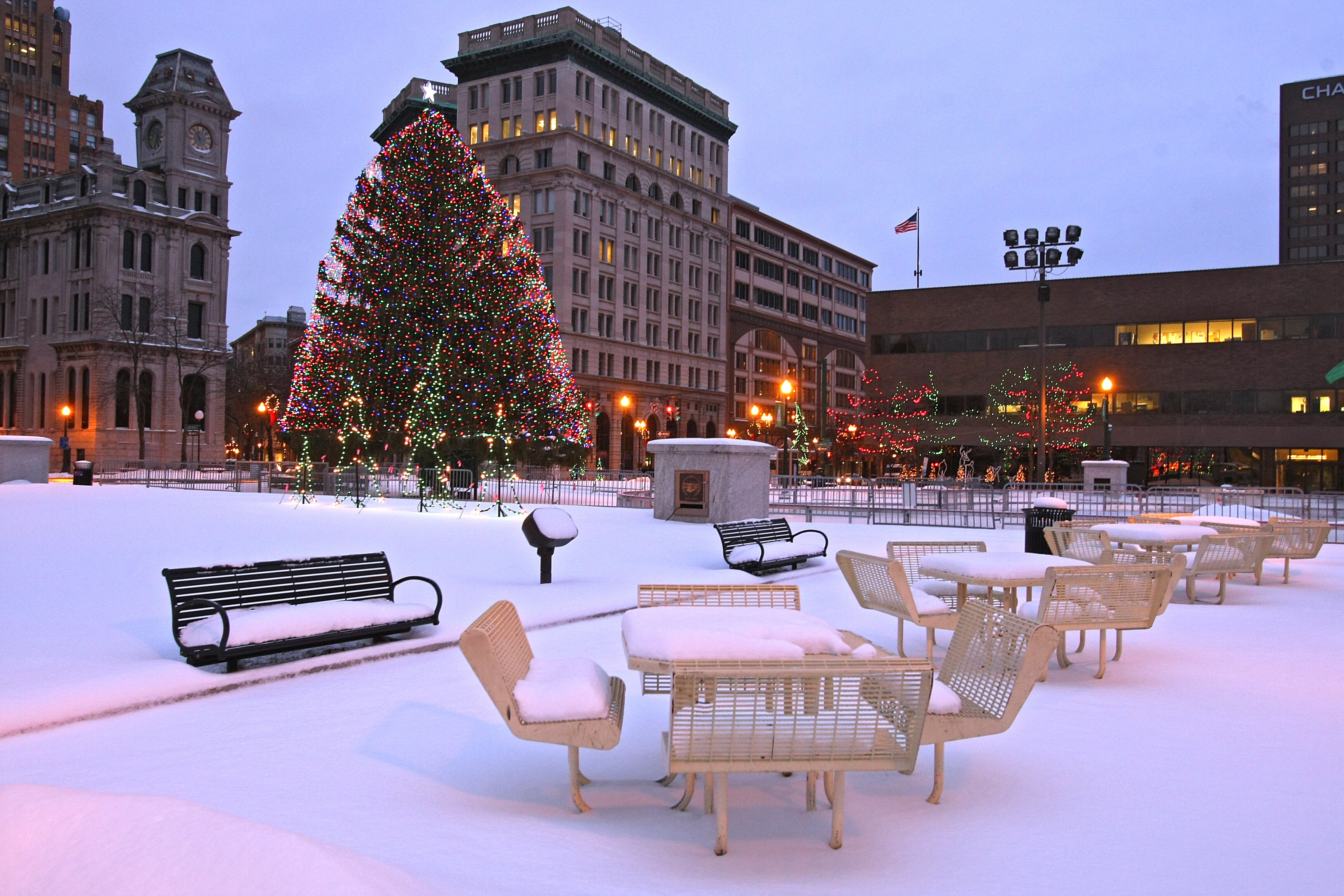 Snow covering the tables and benches after snow yesterday in Clinton Square, Syracuse, NY. Dick Blume/The Post Standard