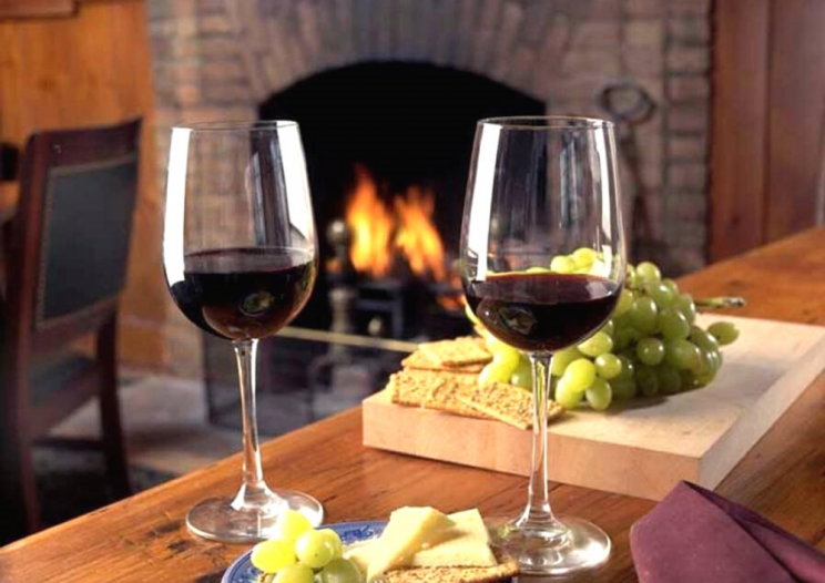 Sherwood Inn CNY restaurant with fireplace